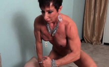 Mature muscle female freting cock with lust