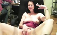 A hot lady masturbates her pussy in front of the webcam