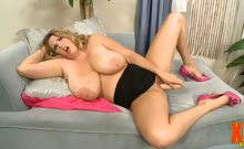 Michelle May & Titty Play